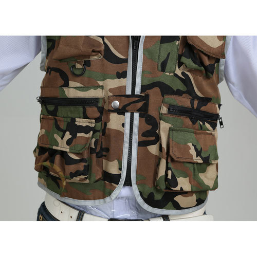 Camouflage sportswear with reflective piping