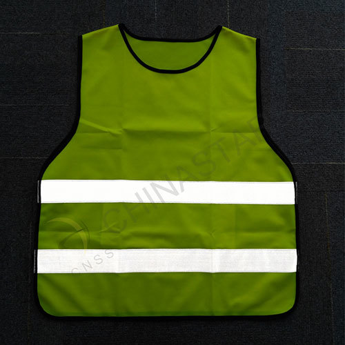 Pull-over reflective vest for outdoor sports