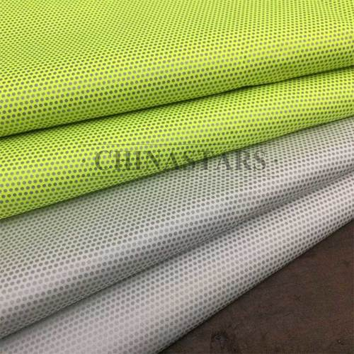 Small-dot pattern reflective fabric