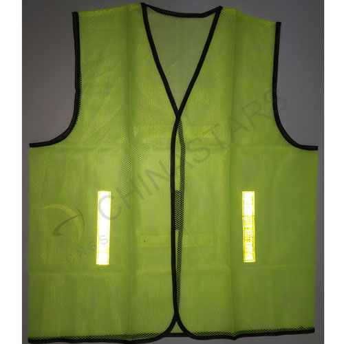 Non-rated safety vest with prismatic tape