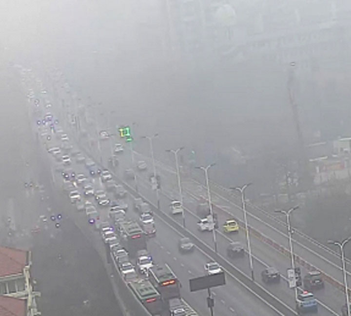 Pay more attention to the traffic safety in foggy day
