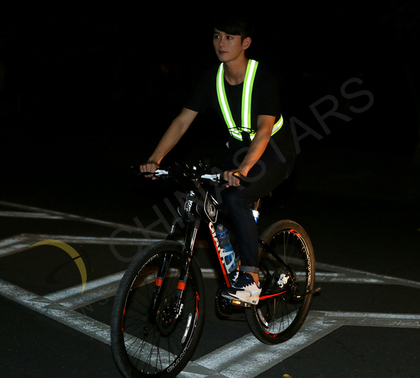 Reflective vest enhances conspicuity of bicyclists