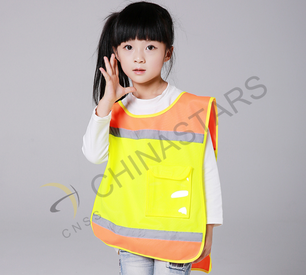 Safety requirements on students' uniform in China