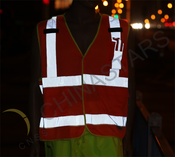Baotou air port use new reflective clothing to keep staff safety