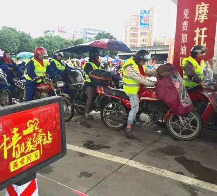 Langfang gas station cares staff by offering them safety vests