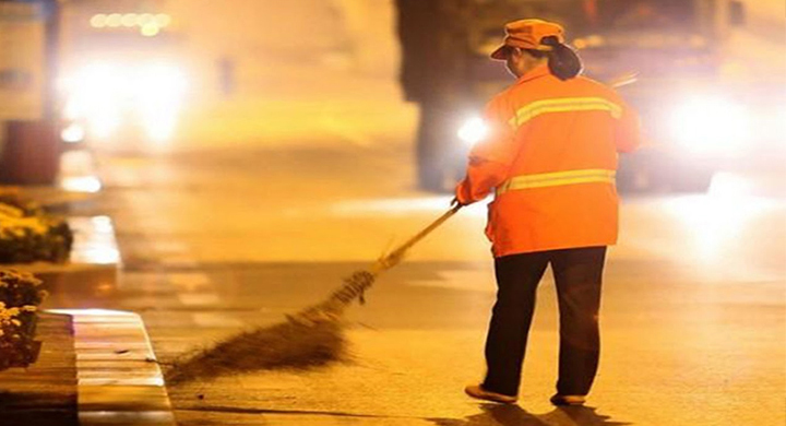 New reflective vest protect sanitation worker's safety