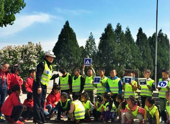 Reflective vest protect students safety at night