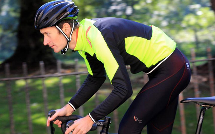 Cycling jacket with fashion and practical