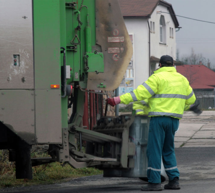 Reflective vest protect sanitation workers from danger