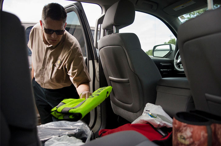 Keeping a reflective vest in car for safe