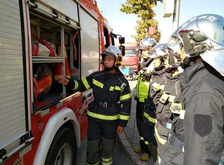 Firemen Keep Fire Situation Stable during National Holiday