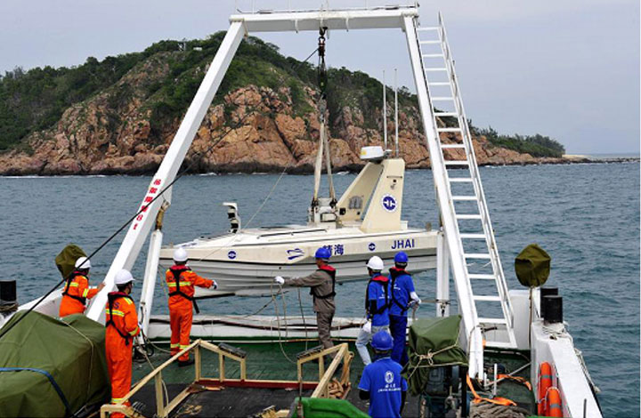 Unmanned boats conduct geological survey in Hainan