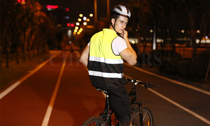 Why reflective clothing is important for cyclists