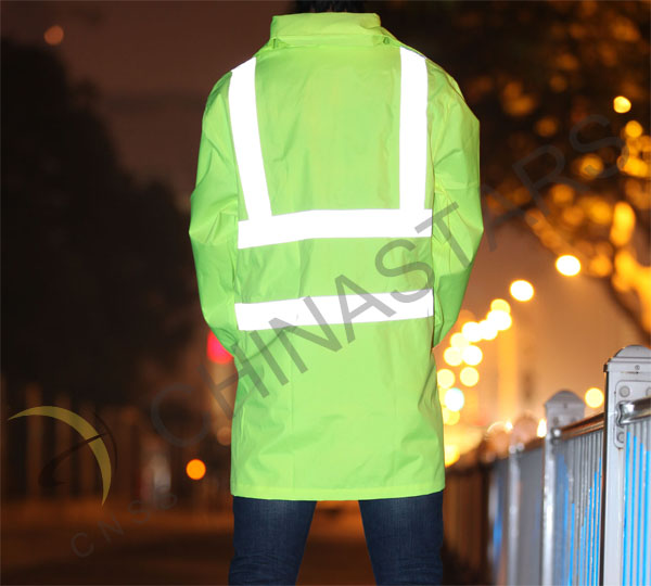 Warm reflective raincoat make rider safer