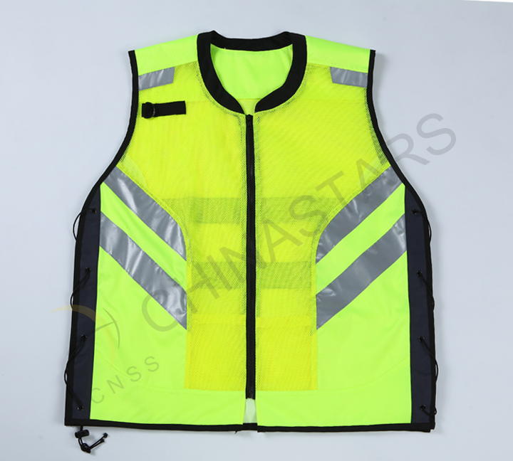 Hongqiao town send 400 reflective clothing to sanitation worker